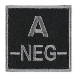 Ecusson groupe sanguin A négatif gris sur noir