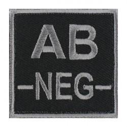 Ecusson groupe sanguin AB négatif gris sur noir