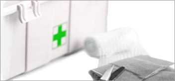 Obligations et sanctions sur l'équipement d'un matériel de premiers secours.